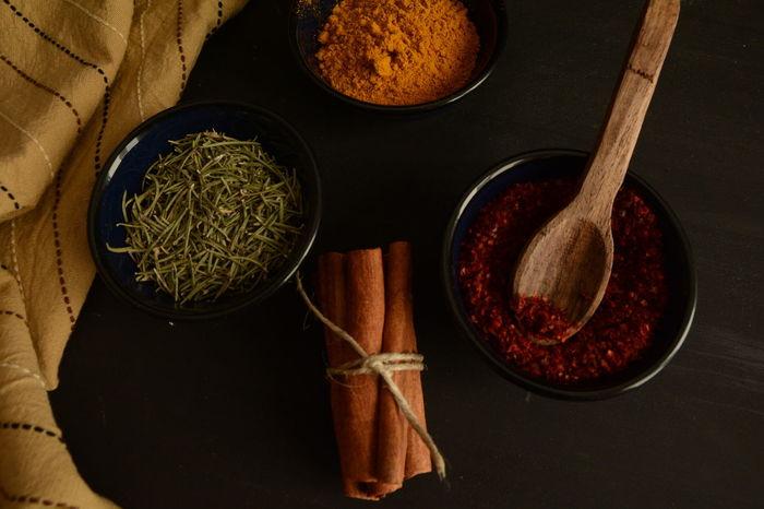 Dark Woodenspoon Napkins Spices Napkin Thyme Red Peppers Colchicum Crocus Saffron Cinnamonrolls Cinnamon Darkfood Kitchen