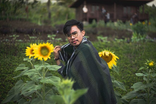 Flower Yellow Sunflower Mature Adult Plant Outdoors Springtime Nature Adult One Person Uncultivated Flowerbed Front View Summer Fragility People Rural Scene Beauty In Nature Adults Only Day EyeEmNewHere Rethink Things Be. Ready.