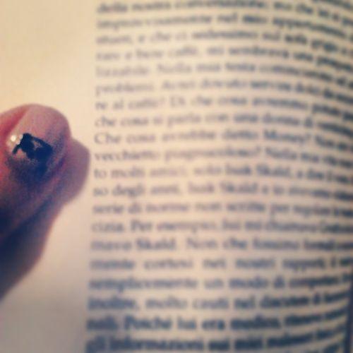 Leggere e non pensare. Leggere per non pensare. Book Instareader Instabook 16of365 aphotoaday 2013