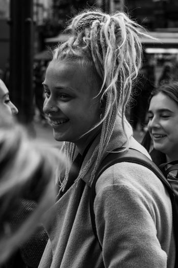 Street smiles. Malephotographerofthemonth LONDON❤ Streetphoto_bw Street Photography Streetphotography London Street Portrait Friendship Togetherness Smiling Cheerful Happiness Headshot Portrait Bonding