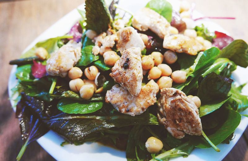 Salad with chickpeas and chicken Salad Food Chicken Chicken Salad Chickpeas Healthy Healthy Eating
