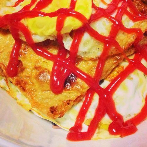 그냥 내취향 일본에서 먹던 오뎅우동처럼 오뎅은 큰거 그대로 튀기듯 구워주고 계란후라이에 케찹 덮밥 ㅋㅋㅋㅋ 나는 맛있지만 글쎄 여론은 그닥인 안타까운 요리요 ㅋㅋㅋ Food Dinner Odeng Denpura japankorea