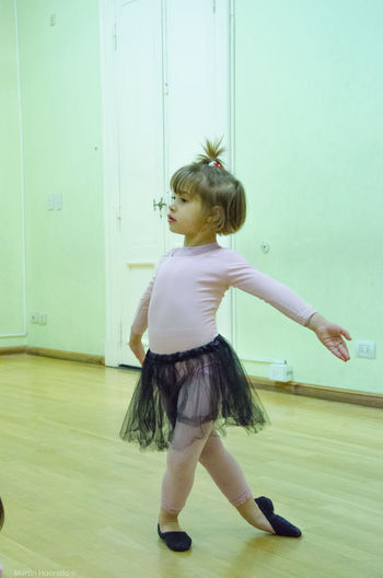Mi hija Trinidad en clase de danza Attitude Ballet Class Ballet Dancer Ballett Dancing Front View In Class Kidsphotography Lifestyles Little Dancer Little Girl My Baby Girl <3 Real People