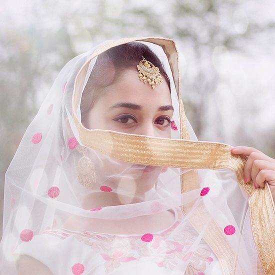 One Person The Portraitist - 2017 EyeEm Awards Front View Portrait People Veil Day Outdoors Looking At Camera Close-up Headshot Fresh On Eyeem  Photography India Check This Out! Photos Around You Summer Picoftheday Photooftheday Wedding Photoshoot Fashion Model Sunlight Moody VSCO
