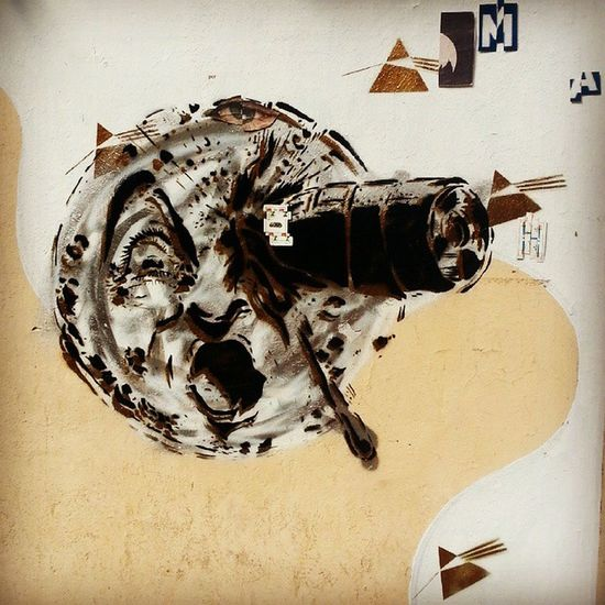 A cheeky tribute to Melies' innovative stop motion film 'Voyage to the Moon' (1902) Melies Streetart Stopmotion Rosario