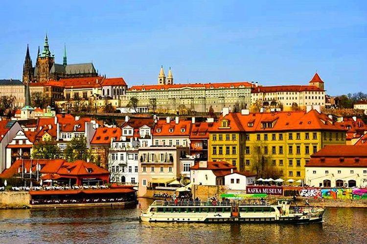old castle Prague Praguecastle Praguestagram Europe Europe_tourist Castle Walkingtours Travel Traveleurope