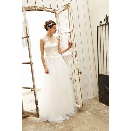 透け感あるトップスとセミボリュームのチュールボトムがさりげない華やかさを印象付けてくれます。 クロップド(袖無し)のデザインって、洗練された感じがして好きです(⌒_⌒) Cliomariage Weddingdress Dress ドレス カラードレス クリオマリアージュ ウェディングドレス タキシード Wedding ウェディング 結婚式 結婚式準備 Accessory アクセサリー ギフト Fashion ファッション 東京 渋谷 Japan 撮影