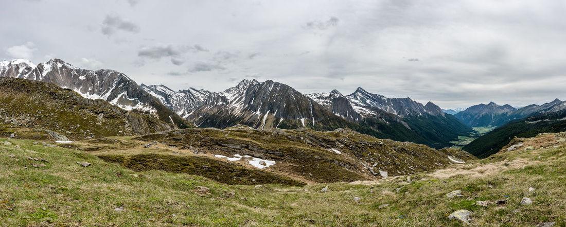Berge Gipfelkette Gräser HDR Himmel Italien Keine Menschen Landschaft Mitterlinge Panorama Pfitscherjoch Sommer Südtirol Tag Tal Trentino  Weite Wolken