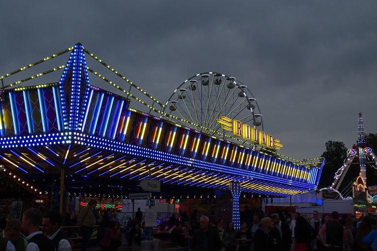 Deutschland Jahrmarkt Kirmes Amusement Park Ride Bayern Erding Germany Lunapark Volksfest