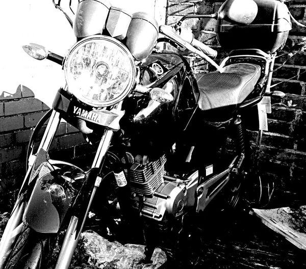 Yamaha 125 Telling Stories Differently Things I Like EyeEm Best Shots Popular Photos This Week On Eyeem Photography Eyeemphotography Eye4photography  Twenty20 Black And White Blackandwhite EyeEm Best Shots - Black + White Transportation Transport Urbanphotography Motorbike