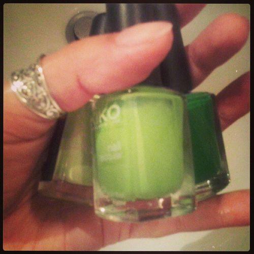 Scegliendo il Colore . Verde, verde o Verde ? Colourmyseptember Green nailpolish kiko