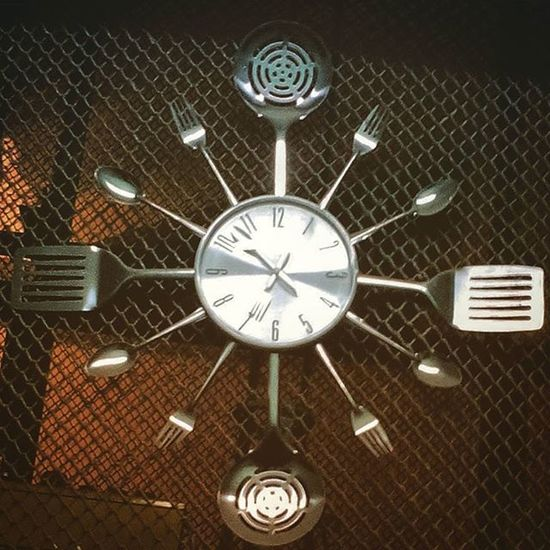 Вот такие часы M_dozmoroff нашёл в одном из подъездов москвы глазакурьера курьер видымосквы подъезды подъездымосквы фотостелефона Москва