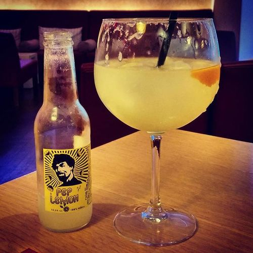 Ah, summer in the glas! 😎 @Lemon_Pep con Cabraboc! 100% Mallorca, 100% taste! 🍋 PepLemon Cabraboc Lemonade GIN