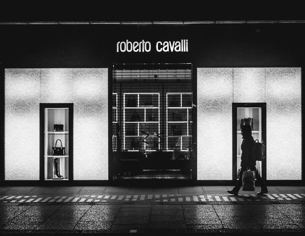 Shopper Blackandwhite Canon 6D Direction RobertoCavalli Shopper Streetart Streetphotography Streets Of London Symetry
