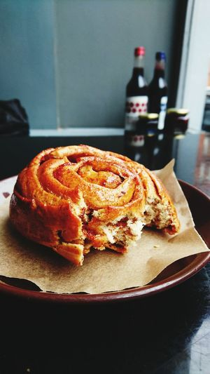 Casual cinnamon roll and Saturday morning walk Rcinnamon Roll Cinnamon Buns Cinnamon Roll  Cinnamonrolls Treat Yourself Treattime Casualsaturday Absolutely Delicious Nordic Bakery Cafe Culture Cafelifestyle Outoftheway London Marylebone Morning Walk Pitstop