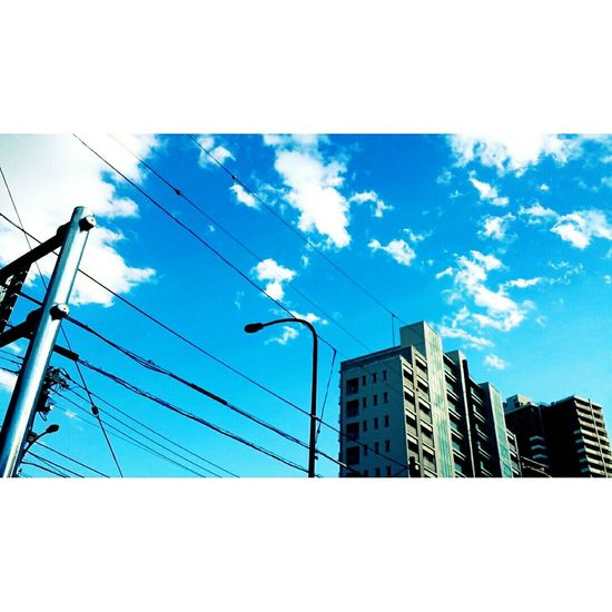 — 考えごとをしながら、キミを待つ 。 Photography Taking Photo Cameringo Galaxys4 Instasize Skyblue Beautiful Sky Sky And Clouds Sky Tokyo