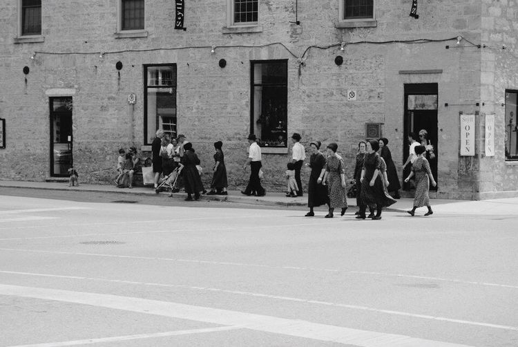Building Exterior Architecture Large Group Of People Built Structure Real People Men Street Women Full Length Day Outdoors Lifestyles City Adult People Adults Only Blackandwhite EyeEmNewHere