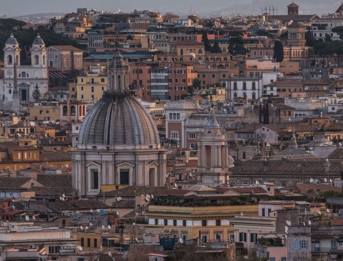 Crowded. Architecture City Dome Building Exterior Travel Destinations Built Structure Cityscape Tourism History Outdoors Sky Day Europe Rome Italy Rome Roma Italy❤️ Italia Bella Italia Architecture_collection Architecture City Travel Traveling Travel Photography
