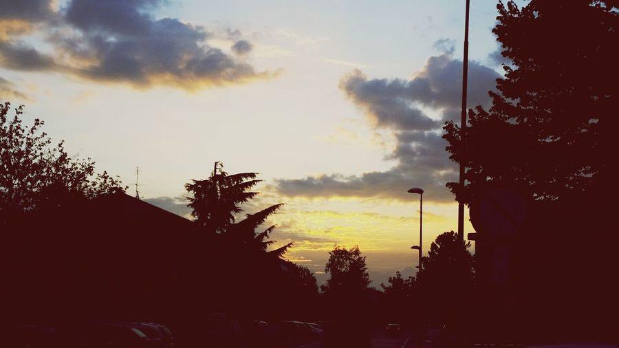 I Love My City Sun Morning Walkto Highschool Highschooldays Boring Good Photo Magicmoment