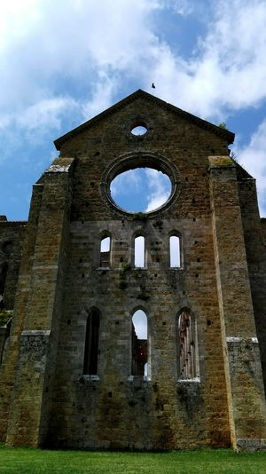 Architecture Discovertuscany Building Exterior ToscanaOld Ruin Low Angle View Abandoned Photooftheday Best Of EyeEm Run-down Arch Ruined Brick Wall Sky Wall History Deterioration Cloud - Sky The Past Beauty In Nature Tuscanylife Abbey Sangalgano Tuscany
