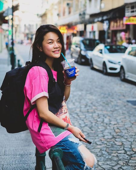 Portrait Photography Portrait Of A Woman Justgoshoot Portrait City Real People Lifestyles One Person Architecture Leisure Activity Street Casual Clothing Outdoors
