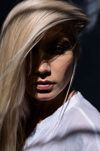 Drawing light! Hair Portrait One Person Natural Light Beautiful Woman Young Adult Beauty Human Hair Hairstyle Headshot Stylish Fashion Portrait Women Long Hair Close-up Blond Hair Fashion Elégance Beautiful People Make-up Capture Tomorrow