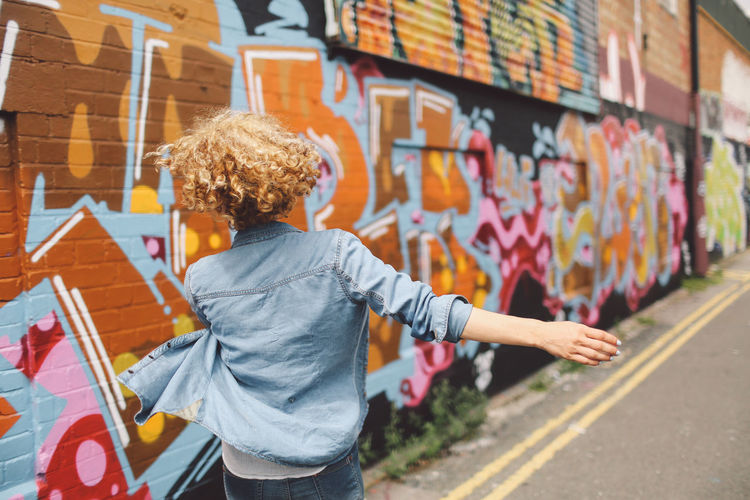 Blonde Brighton Casual Clothing City Curly Hair For Sale Girl Graffiti Graffiti Art Joyful Jumping Leisure Activity Lifestyles Market Market Stall Playful Retail  Sale Shop Small Business Spinning Store Street Streetart Variation Art Is Everywhere #urbanana: The Urban Playground