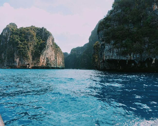 Amazing Maya bay at koh phi phi leh. instagram: @aurimaski Landscape Beauty In Nature Thailand Holiday Relaxing Exploring Beautiful Nature Travel Photography Place To Go  Amazing Island World Traveller Beautiful Destinations Sony RX100 IV Travel DestinationsNature Backpacker Travel ThailandInstagram Tropical Plants Instatravel Paradise Ocean Rocks Phi Phi Islands Bay
