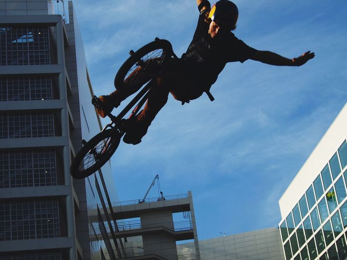 Spread your wings! Hanging Out Bmx  RedBull Profreestyle DenHaag