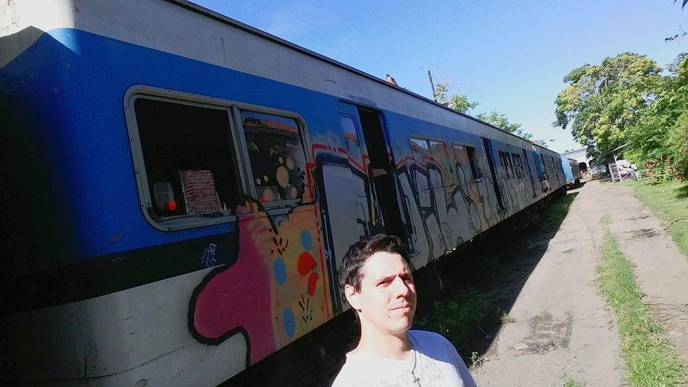 Selfie ✌ Men Style Travel Photography EyeEm Gallery Galaxy Camera City Life Grafitti Art. Grafitti Mural Enjoying Life Photooftheday Relaxing