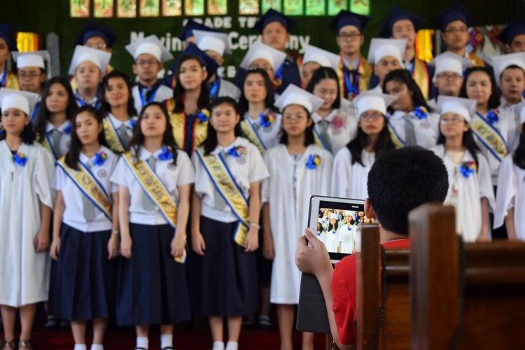 Souvenir Student Child Ipad Apple Graduation Standing Women Girls Education Learning Crowd Men Portrait High School