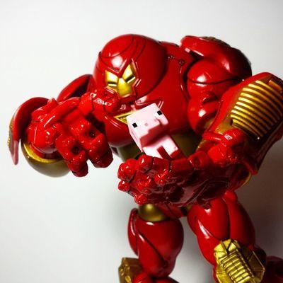 Nice piggy.... Marvel Marvellegends Marvelcomics Ironman Tonystark Avengers AgeOfUltron Hulkbuster Veronica Disney Toybiz Toys Toyphotography Toypizza Toysarehellasick Toycollector Toycommunity Toycollection