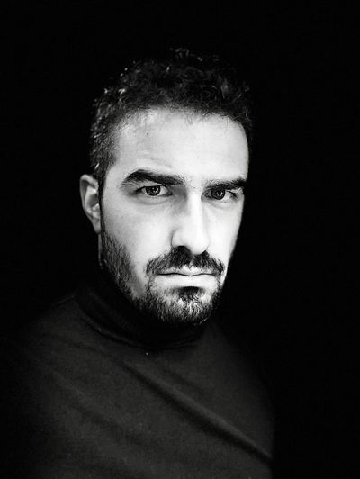 Tra bianco e nero EyeEm Best Shots - Black + White Eyes EyeEm Men Person White Black Blackandwhite Looking At Camera Portrait Studio Shot One Person Black Background Beard Real People Young Adult Human Face Indoors  Lifestyles Close-up Front View