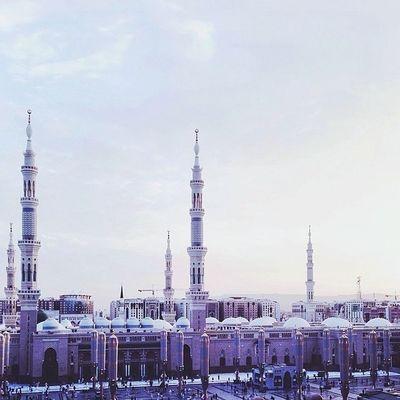 """وابتدأ صباح العشر الأواخر وهي التي أقسم بها الرحمن """" والفجر وليالٍ عشر"""" وفيها ليله خير من ألف شهر وفيها أنزل القرآن اللهم بلغنا ليلة القدر."""