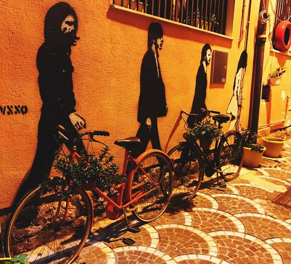 Bicycle Mode Of Transport Outdoors No People Mural Art Artistic Expression Colors Yellow Color Red Lieblingsteil