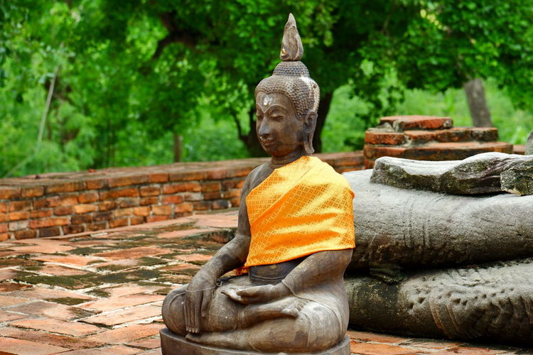 Sculpture of buddha statue against temple