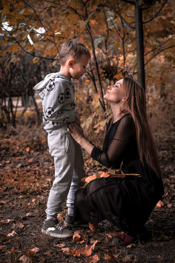 The love between the mom and the son Love Lovely Lovelovelove love is love Family Family Time Mom And Son Mom moments of happiness Moment Moments Feelings Feeling Feel The Love My Family Child Tree Childhood Togetherness Full Length Smiling Bonding Men Autumn Blond Hair Representing Parent Young Family Mother Son International Women's Day 2019 Moms & Dads
