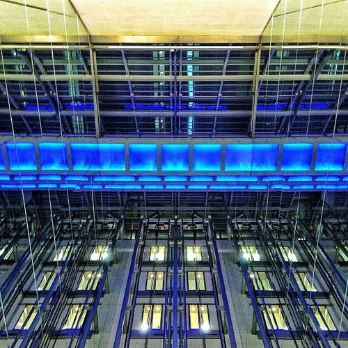 #stuttgart #königsbaupassage #lift #aufzug #licht #light #steel #stahl #architecture #glass #modern Modern Light Steel Glass Stuttgart Licht Lift Aufzug Stahl Königsbaupassage Architecture