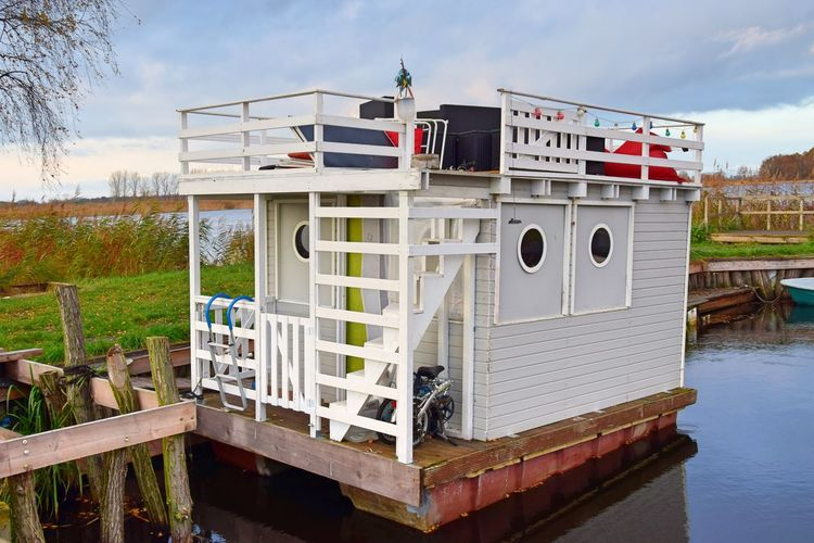 Linumer Hafen Linumer Teichlandschaft Architecture Built Structure Day Houseboat Linum Nature No People Outdoors Sky Water White