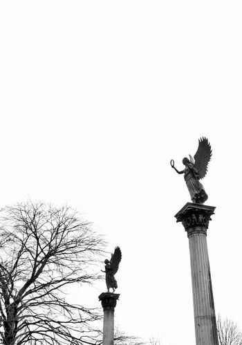 Angels in the white sky... Graveyard Beauty Graveyard Cemetery Angel Architecture_bw Architectural Detail Sculpture Bnw_collection Blackandwhite Schwarz & Weiß Fortheloveofblackandwhite Säulen Ornamental Berlin Skulptur Column Showcase: February