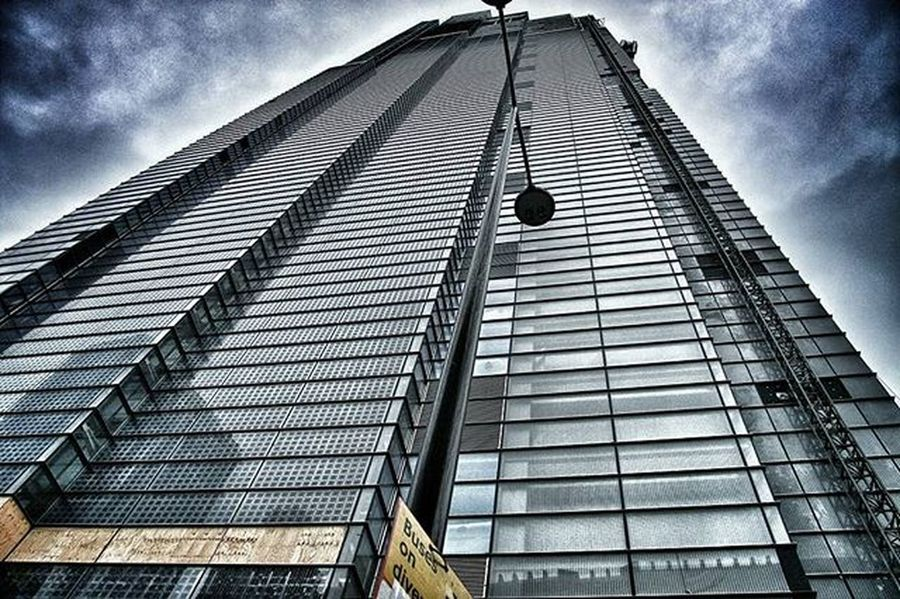 Skyscraper in Isle of Dogs, London EEprojects London Uk Urbanscene Symmetrykillers Streetphotography Architecture Symmetricalmonsters Architecturephotography Designer  Office Bui Moodygrams Top_hdr_photo Exterior Way2ill Exploretocreate Glass House Lookingup_architecture Skyscraper Realestate Property Modernarchitect