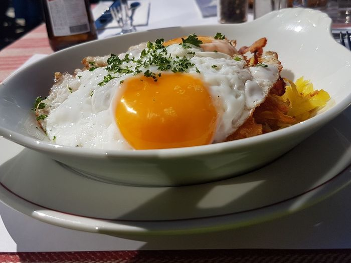 Rösti mit Spiegelei und Speck Food Lunch Rosti Plate Egg Close-up Food And Drink Sunny Side Up