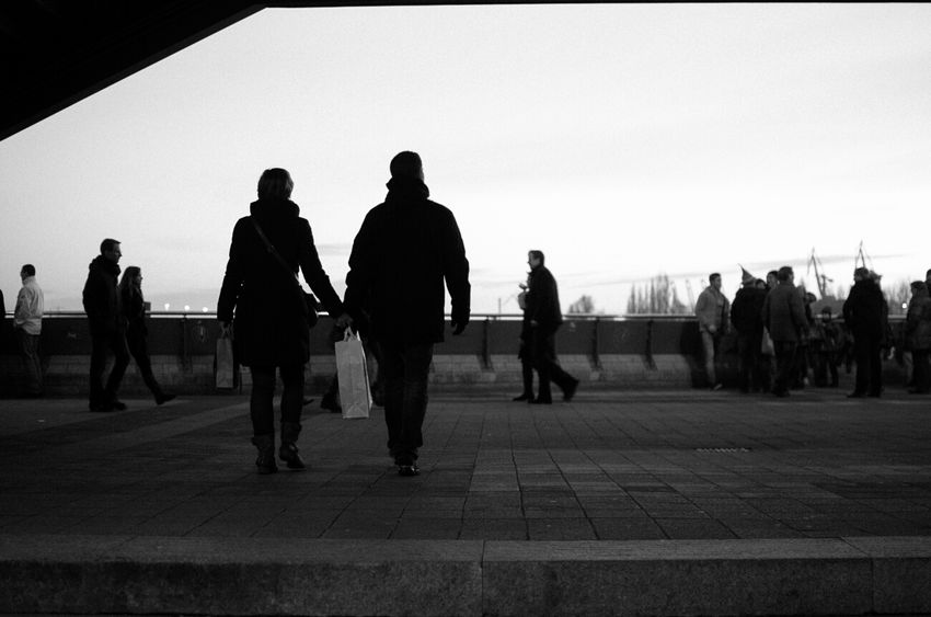 Streetphotography_bw Street Photography Streetphotography Streetphoto_bw Hamburg Black & White Love Couple Valentinesday