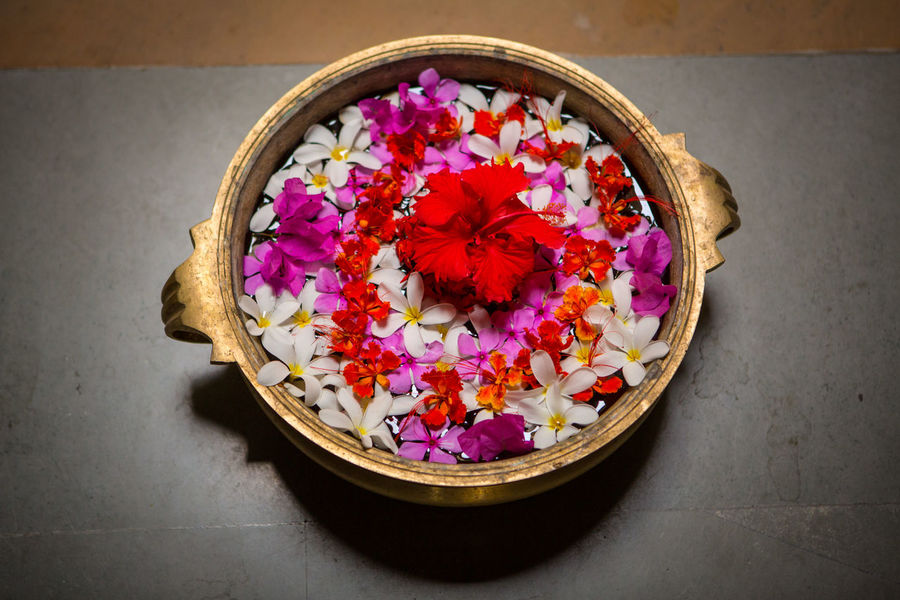 Circle Flower Decoration Hibiscus 🌺 India Indian Bowl Decoration Decoration With Flowers Floating Floating On Water Flower Flower Arrangement Flowers Fragility Freshness Hibiscus Hibiscus Flower High Angle View Multi Colored Nature No People Petal Plant Round Round Shape The Traveler - 2018 EyeEm Awards The Still Life Photographer - 2018 EyeEm Awards