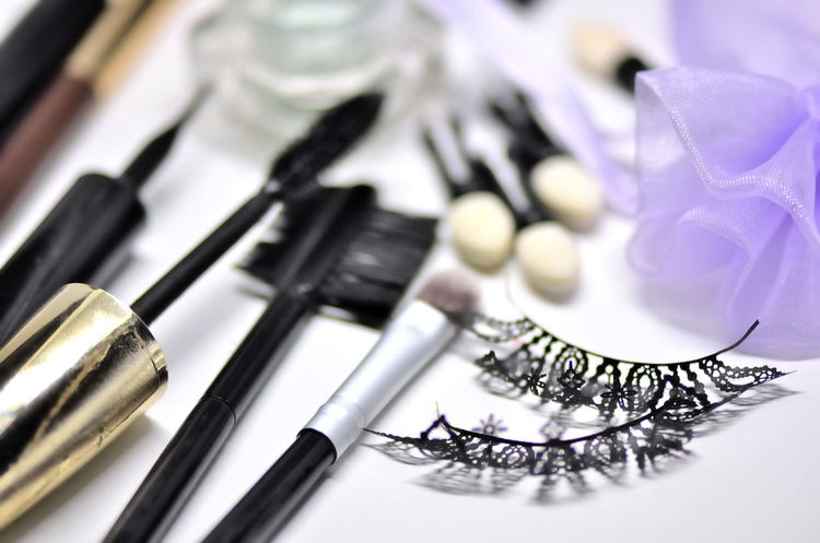EyeEm Selects Cosmetics & Glamour Beauty Products Cosmetics Brush MakeUp Brushes Brushes Eyelash Eyelashes Cosmetic Products Makeup Cosmetic Eyelashextensions Makeup ♥ Make Up Care White Background Close-up Make-up Brush Blush - Make-up Applying Eyeliner Eyeshadow Beauty Product Eye Make-up Make-up Mascara Vanity