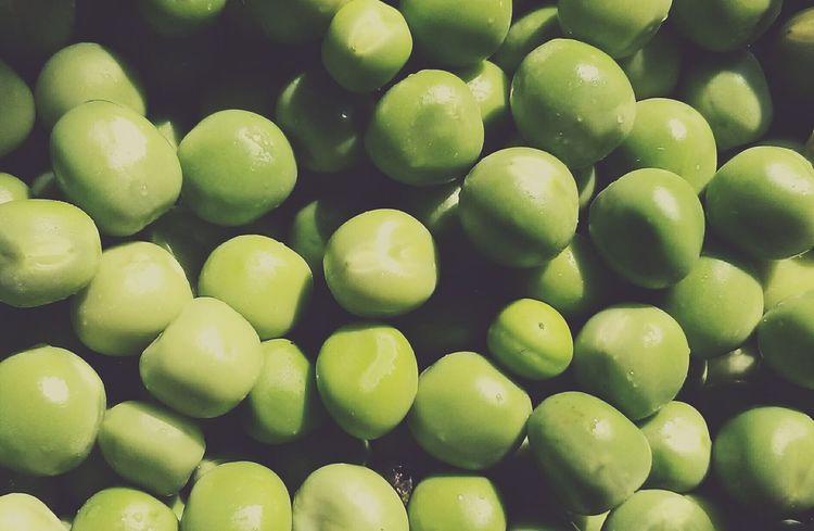 Healthy Eating Freshness Food And Drink Green Color Food No People Close-up Day AWESOME!!  Backgrounds Beauty In Nature Awesome_shots Looksgood Morning Peas Beautifully Organized Nature Sunlight Indoors  Full Frame Wet AWESOME!!  Indoors  Damn!!! AWESOME!!