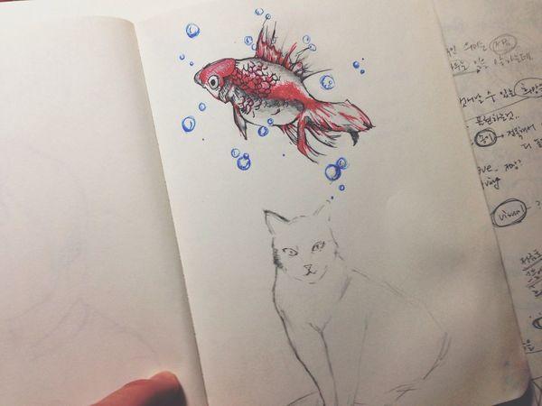 14.02.25 3년전에 그렸던 그림에서 고양이 그림이 있다. 그 후로 1년이 지나 유기묘였던 순대가 나타났다. ㅎㅎ 그림에서 튀어나온것인가
