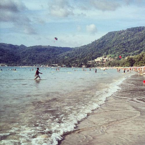 Amazing Paradise With Bluesea Bluewater Parasailing Parascending Parakiting Thebeach Beach Photography Mobilesnap Wave Waves Sand Random Thailand Phuket Vacation Trip Instashare Instaphoto Instagram Feel Chill chillout place