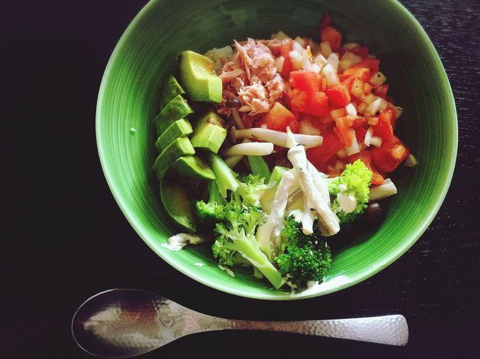 BRANCH Food Vegetable Freshness Bowl Gleen Vert Table Avocado Tomatoes Salsa Sauce