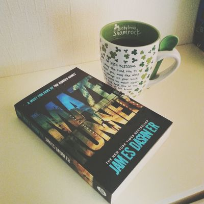 """Happiness is: reading a good book"" ❤? TMR The Maze Runner"